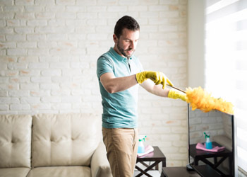 Efficiently Home Cleaning Dusting